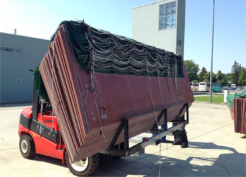 (1)	The Portable Cylinder Flood Barriers can be stored and delivered in large quantities.